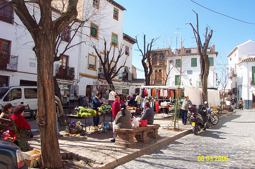 Plaza Larga - Market day -