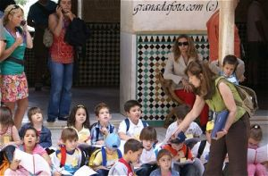 Kinder in der Alhambra