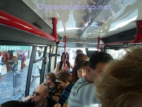 An Bord des Minibusses C32 in Granada