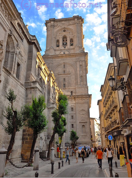 How to get to Granada Cathedral