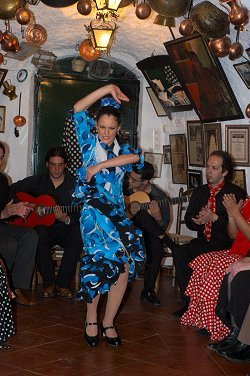 Maria Angustia dancing flamenco in Sacromonte