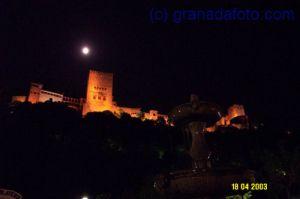 La Alhambra por la luz de la luna.
